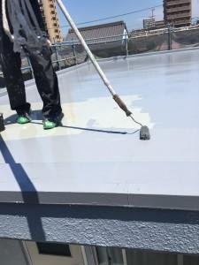 ベランダ・床防水上塗り施工中